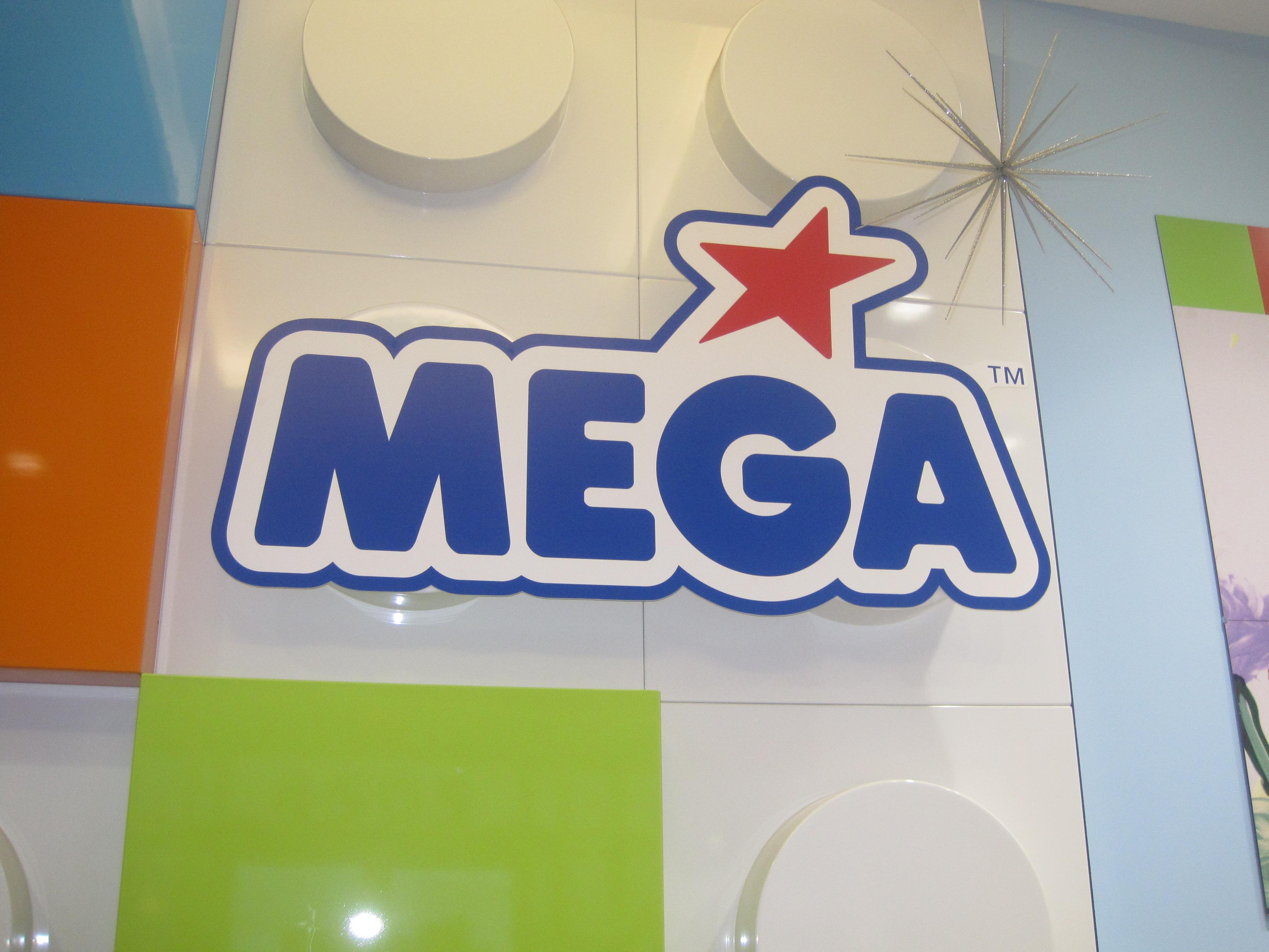 MEGAandxmastree 145
