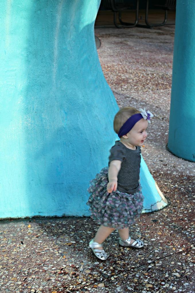 little girl at Florida aquarium
