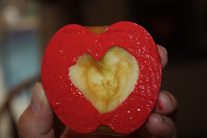 painted heart apple, apple craft