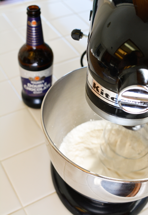 mix-beer-in-to-whipping-cream