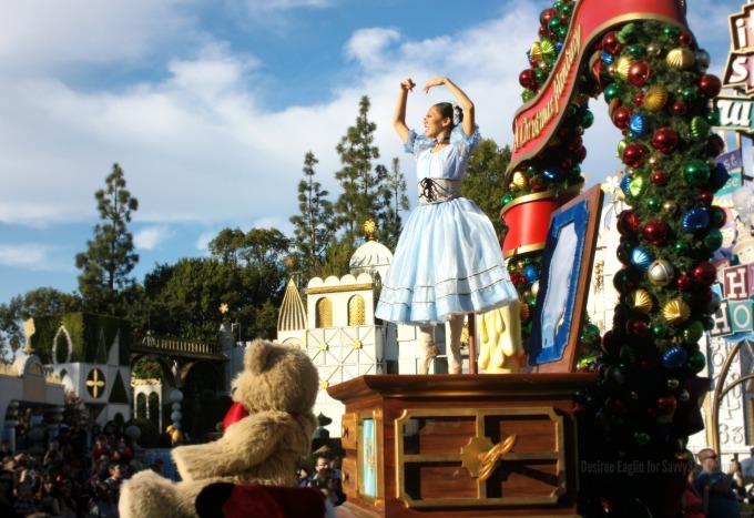 A Christmas Fantasy Parade at Disneyland #DisneyHolidays