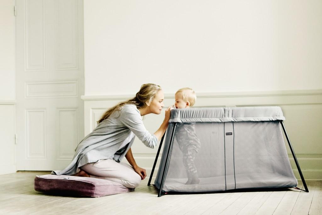 travel-crib-light-press-1