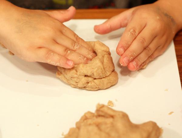 How to Make Pumpkin Spice Play Dough