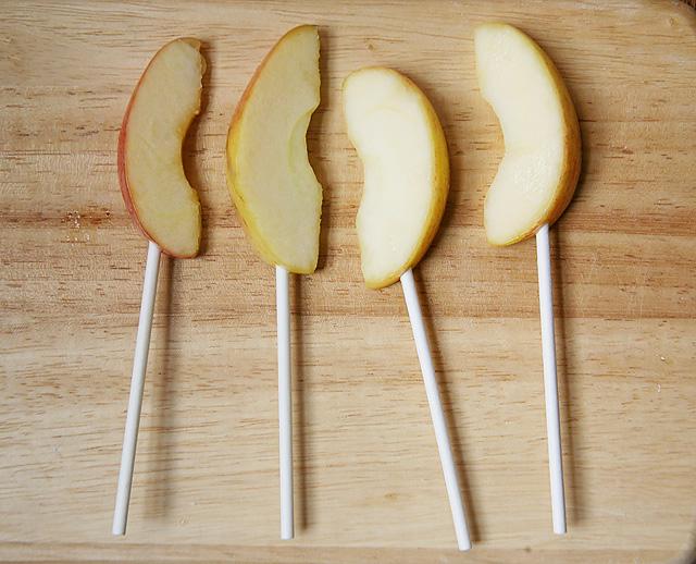 How to make homemade caramel apple pops