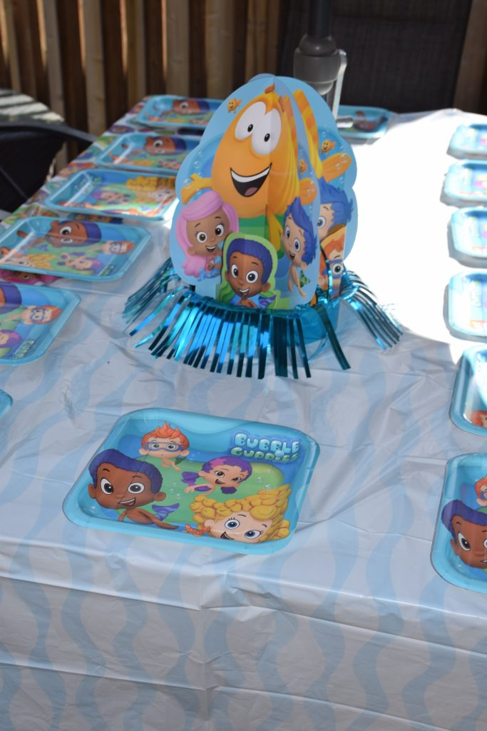 Bubble Guppies Table