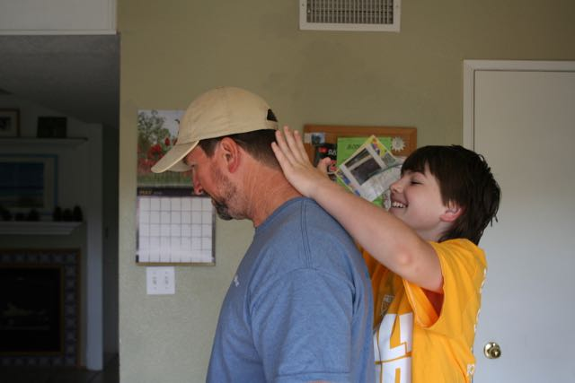 TIP: Make putting on sunscreen a family affair