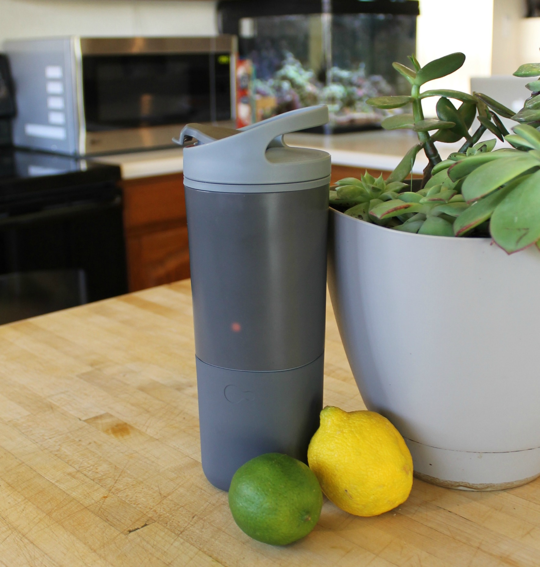Ozmo Smart Cups Tracks your Coffee and Water Intake