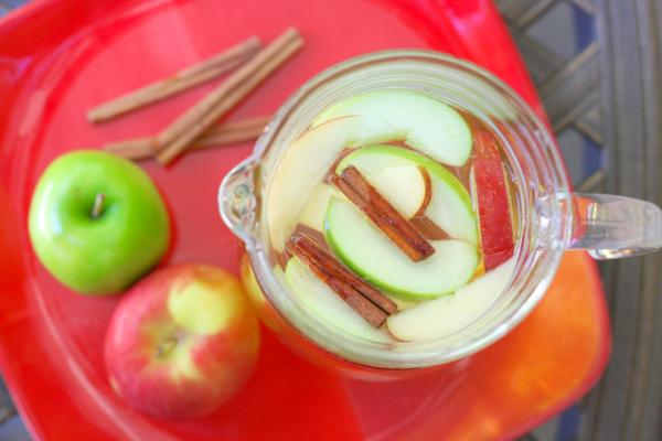 apple.cider.sangria.pitcher