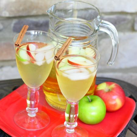Fall Cocktails: Apple Cider Sangria