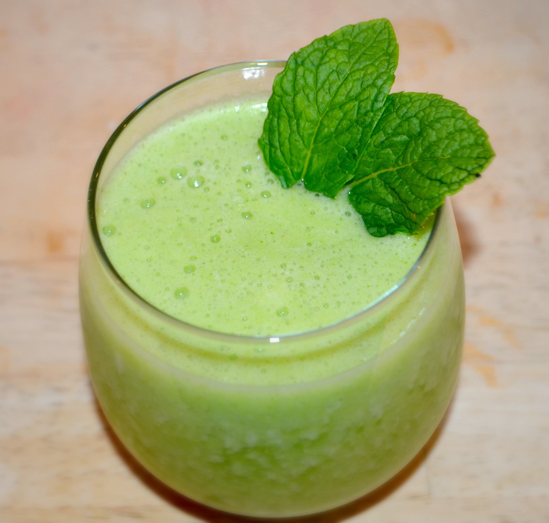 Pineapple and Mint Green Smoothie Recipe
