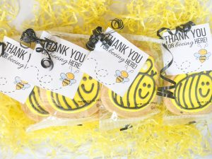 Bee cookie and free favor printable for a bee themed party