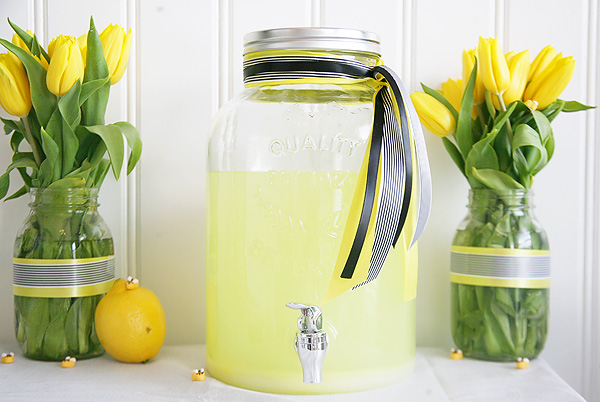 lemonade for a bee party